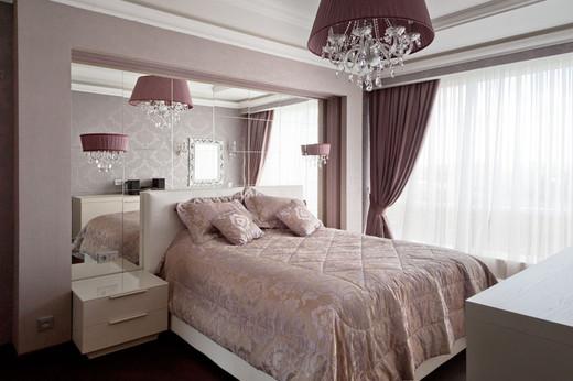 интерьер спальни в четырехкомнатной квартире