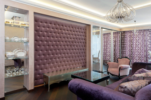 интерьер гостиной в четырехкомнатной квартире