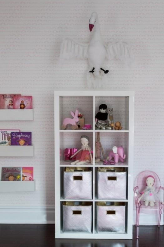 игрушки в детской комнате для новорожденного малыша