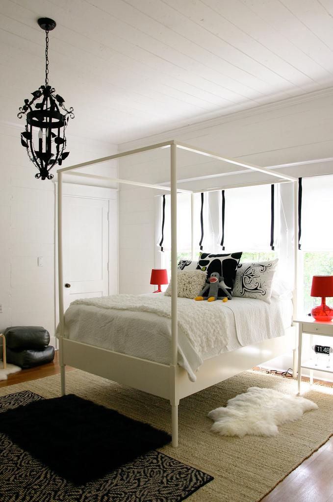 кровать в интерьере для девочки подростка