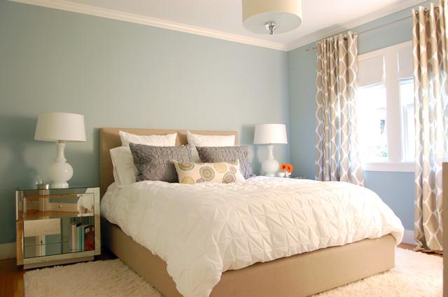 светло-синие стены в спальне