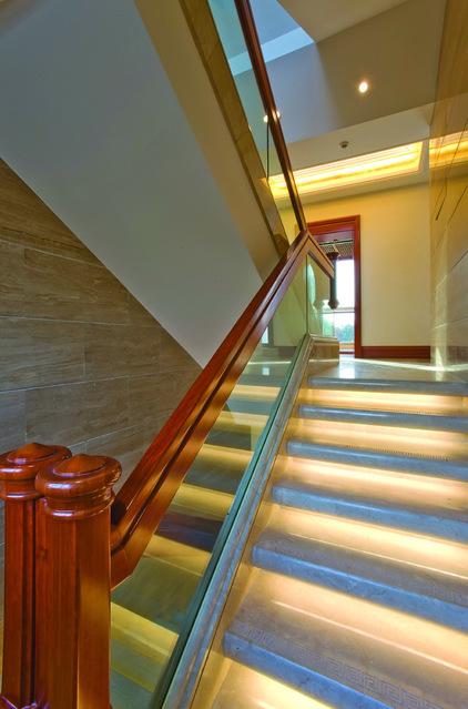 Подсветка светодиодной лентой  лестницы