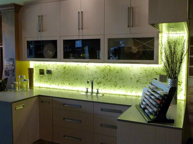 подсветка столешницы в кухне светодиодной лентой