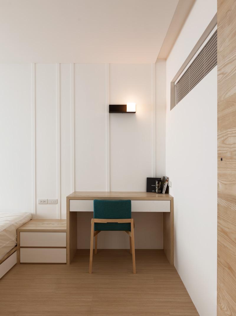 Столик в спальне