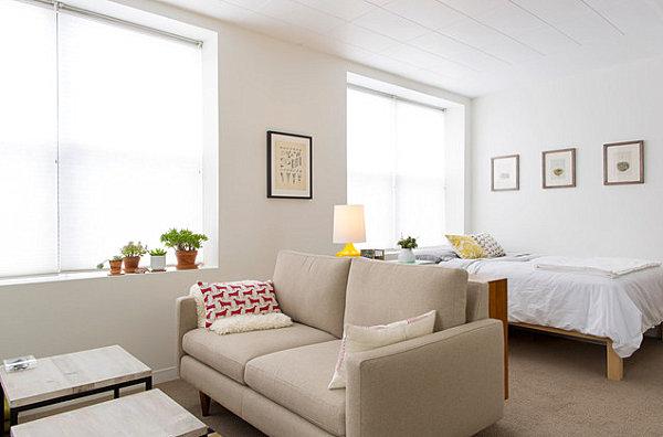 гостиная и спальня в квартире студии
