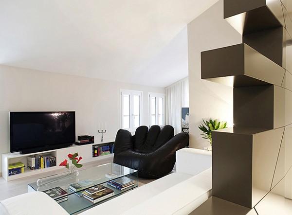 телевизор в светлой квартире