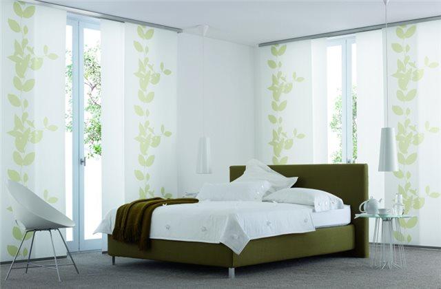 нежные японские шторы в дизайне спальни