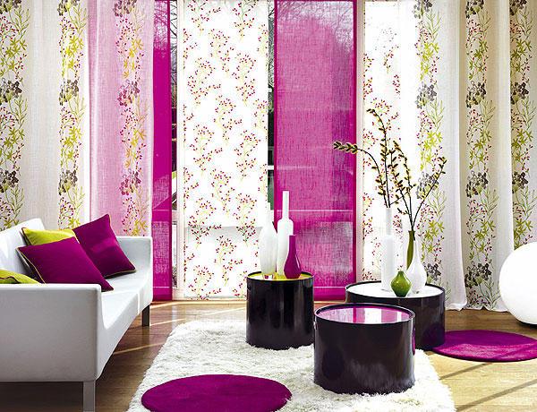 яркие японские панели в гостиной