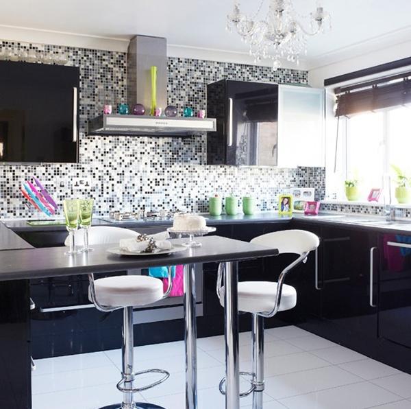 мозаика на черной кухне