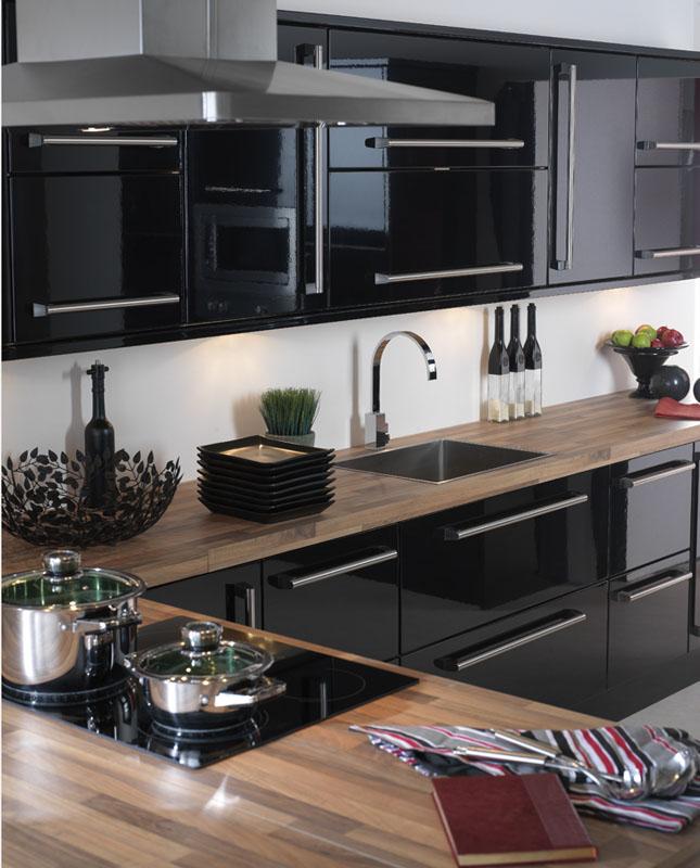 черная глянцевая кухня