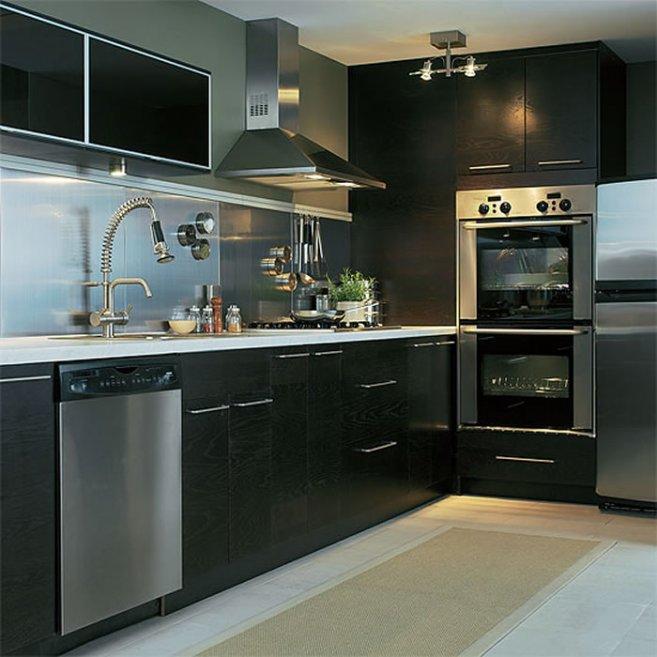 черные кухни с вертикальными ящиками