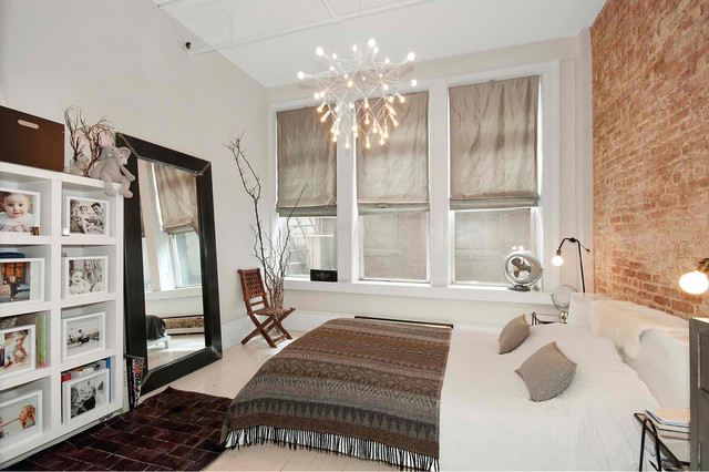 спальная комната с кирпичной стеной