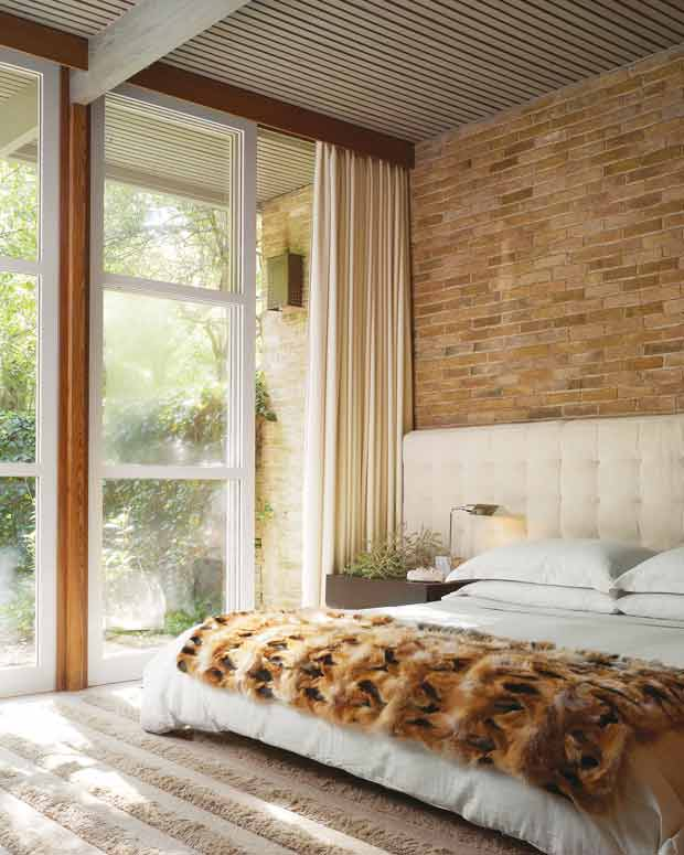 фото кирпичной стены в спальне
