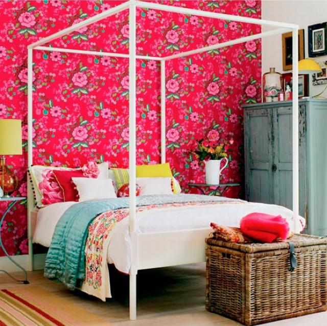цветочные обои в спальне