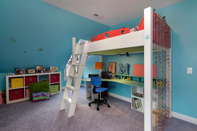 Интерьер детской с простой кроватью-чердаком