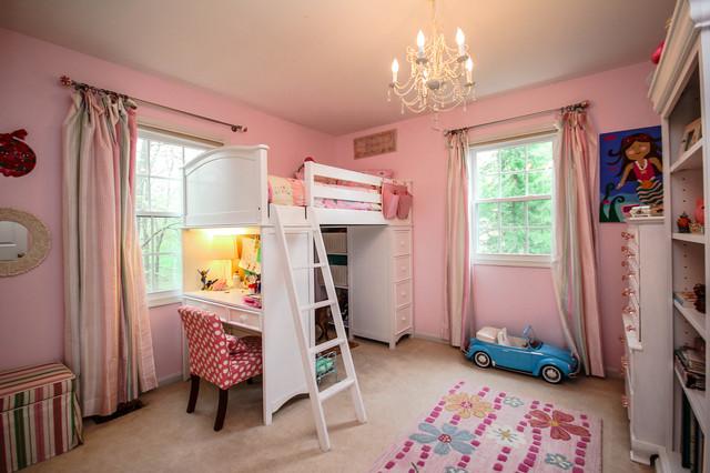 Кровать чердак девочки с игровой и рабочими зонами