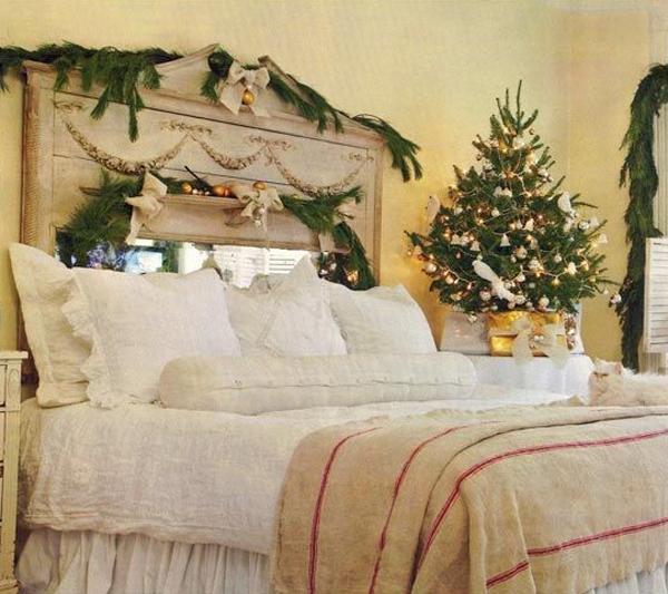 Украшение спальни еловыми ветками на Новый год