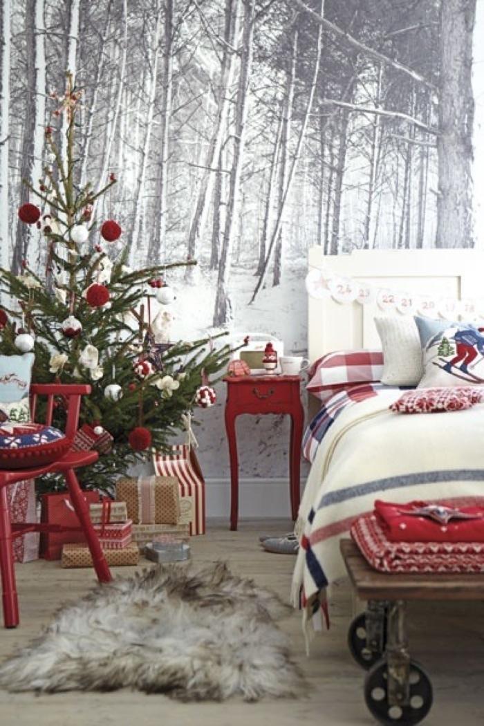 Новогодняя елка в спальне