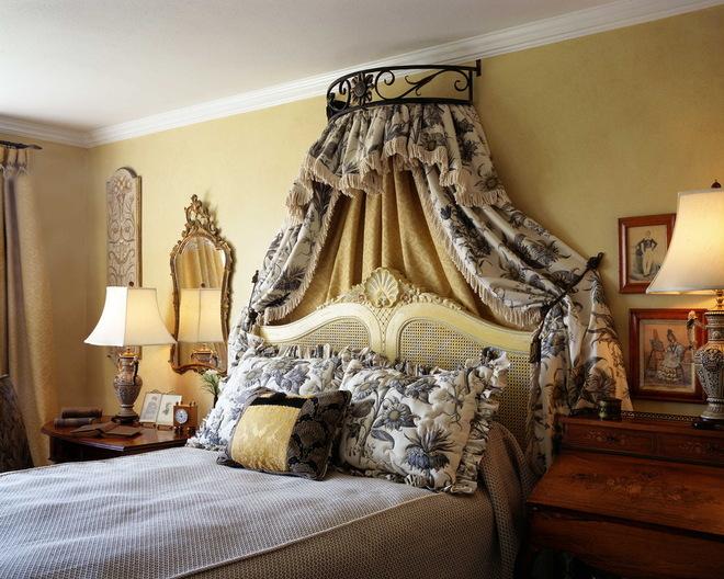 Классический французский интерьер спальни