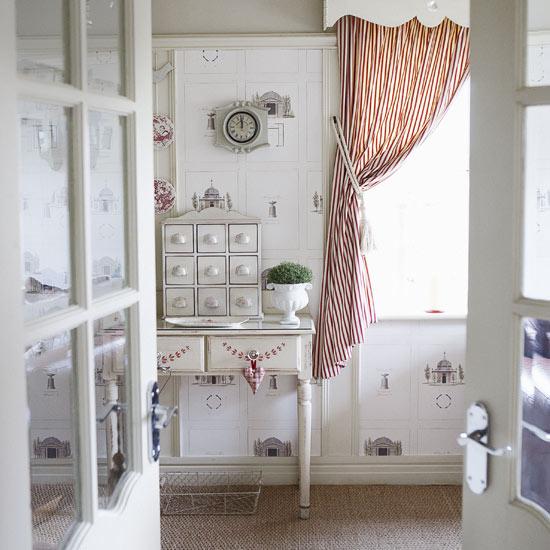 Красивая ванная комната во французском стиле