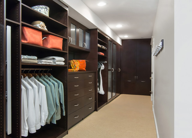 Пример оборудования гардеробной комнаты