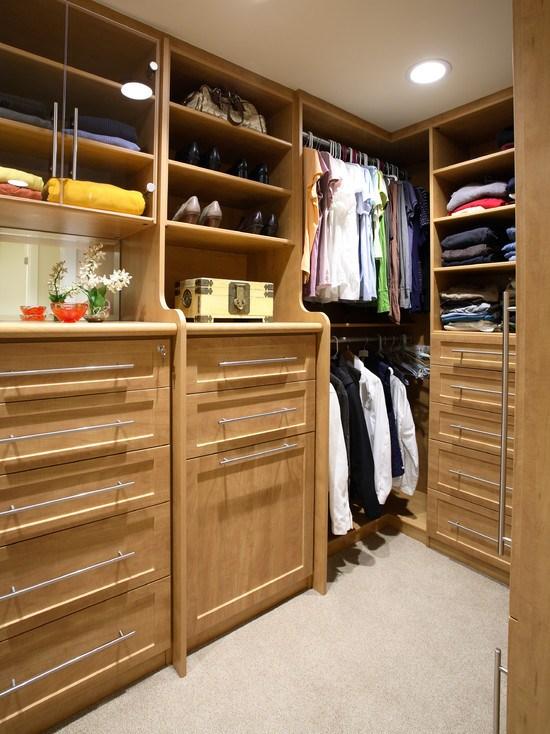 Пример наполнения гардеробных комнат
