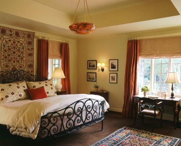 Интерьер спальни в испанском стиле