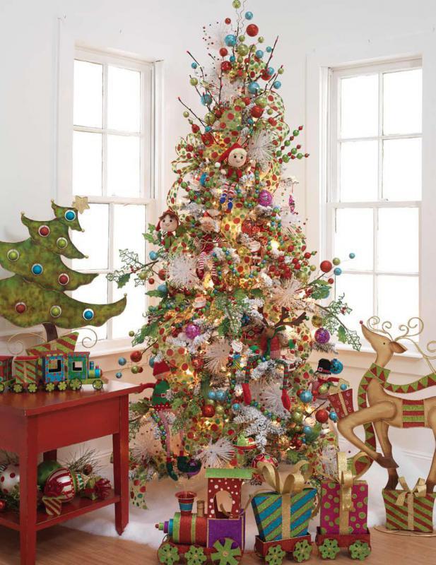 Как украсить новогоднюю елку огромным количеством игрушек