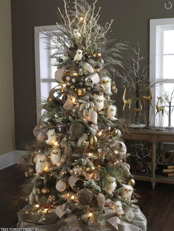 Украшение новогодней елки белыми совятами