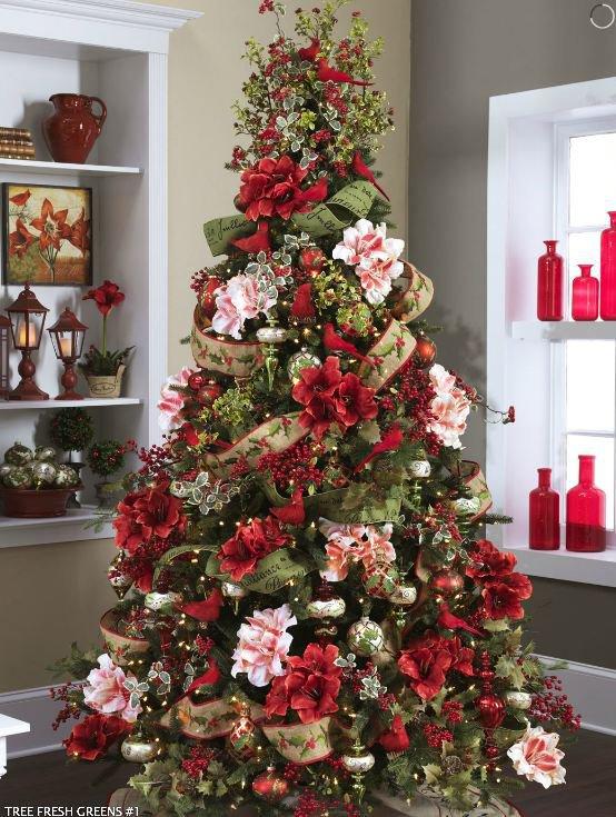 Украшение новогодней елки - фото ели с цветами