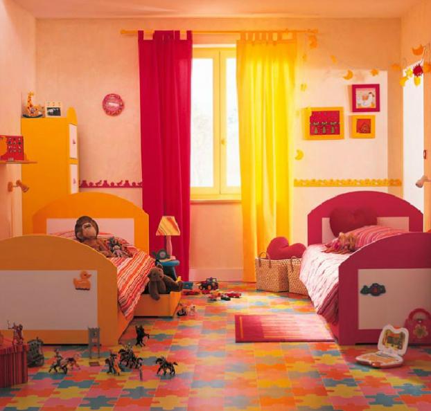 Интерьер комнаты для разнополых детей зонированый цветом
