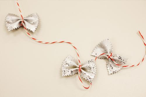новогодняя игрушка сделанная своими руками из макарон бабочек