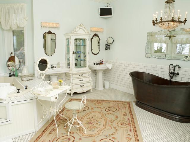просторная ванная комната в стиле шебби шик