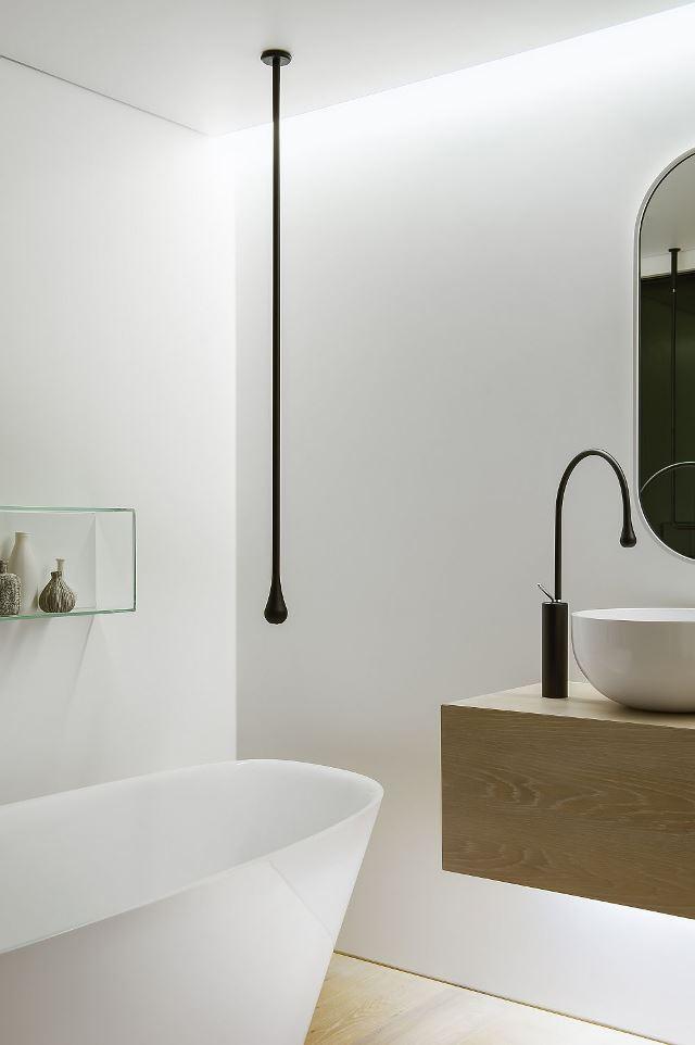 Умное освещение в современной ванной комнате