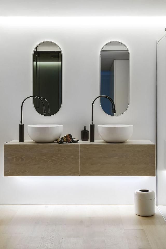 Навесная раковина в ванной комнате современного стиля