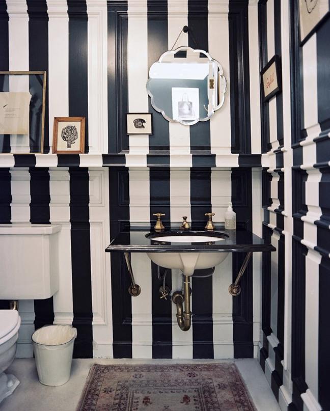 Фото черно-белой ванной