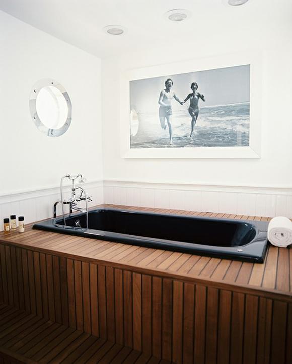 Черная ванна с подиумом
