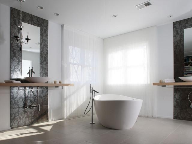 Кисейные шторы в интерьере ванной комнаты
