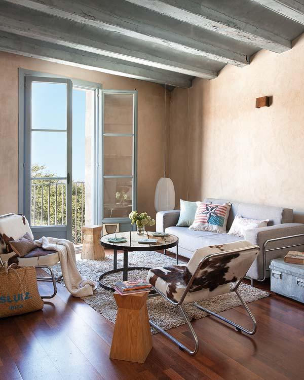 Двухэтажная квартира - оформление потолка гостиной на втором этаже