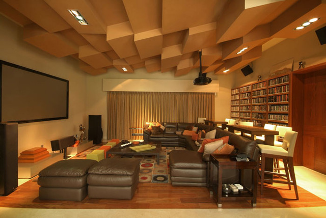 Дизайн потолка домашнего кинотеатра