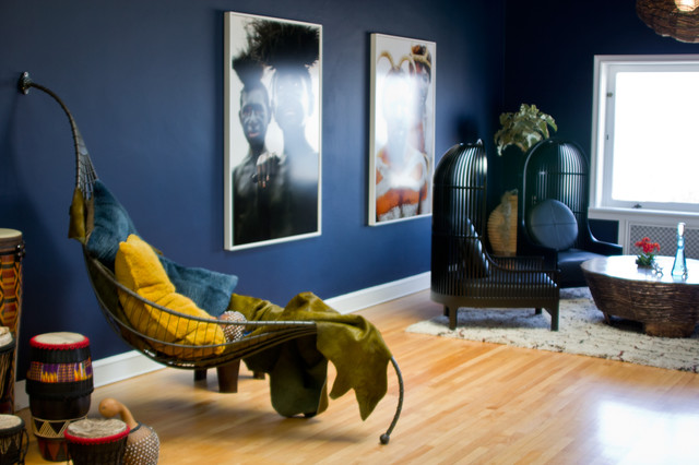 Комната с синими стенами