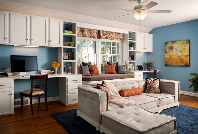 интерьер комнаты студента с диваном и тахтой