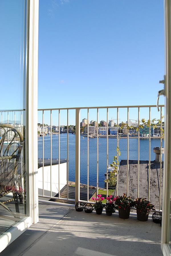 вид из квартиры на озеро