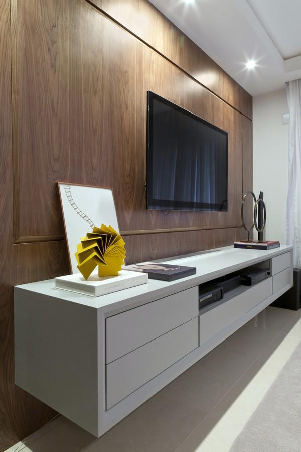 Современный интерьер - телевизор в гостиной