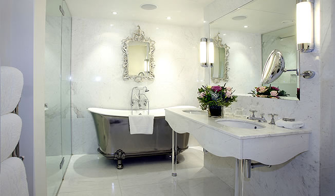 современная ванная в стиле барокко