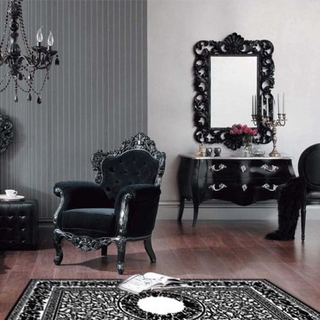 черное кресло в стиле барокко в интерьере гостиной