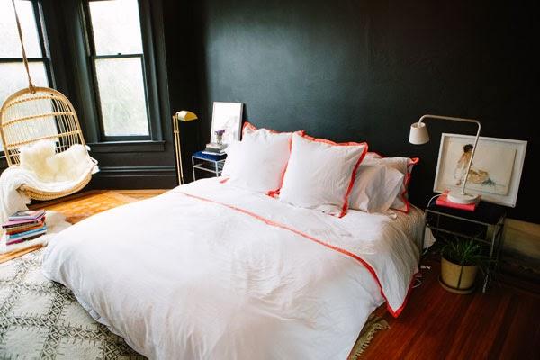 Спальня с подвесным креслом 12