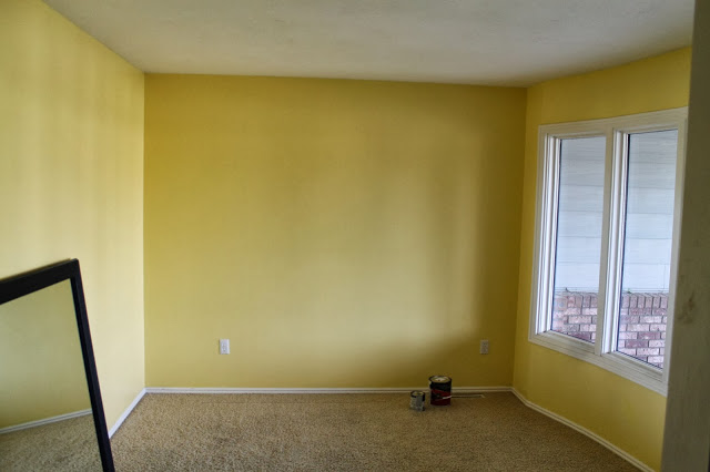 Маленькая комната до ремонта