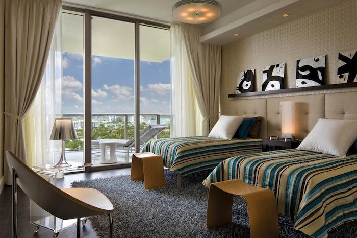 Стильный дизайн спальни - как оформить подножье кровати