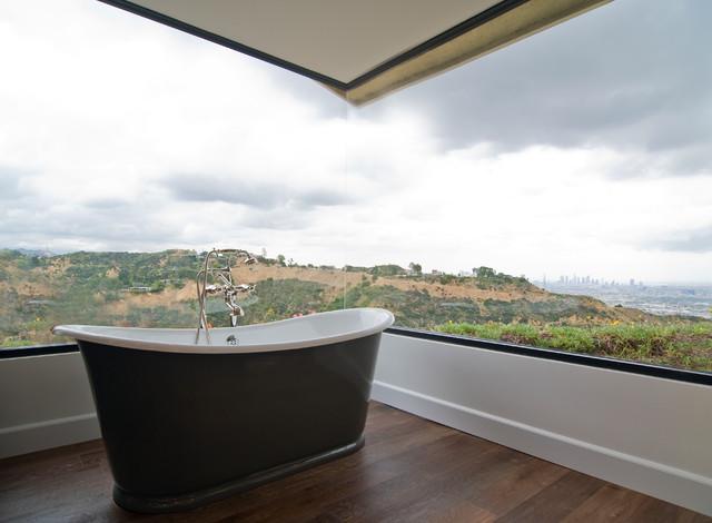Окно в ванной комнате фото (1)